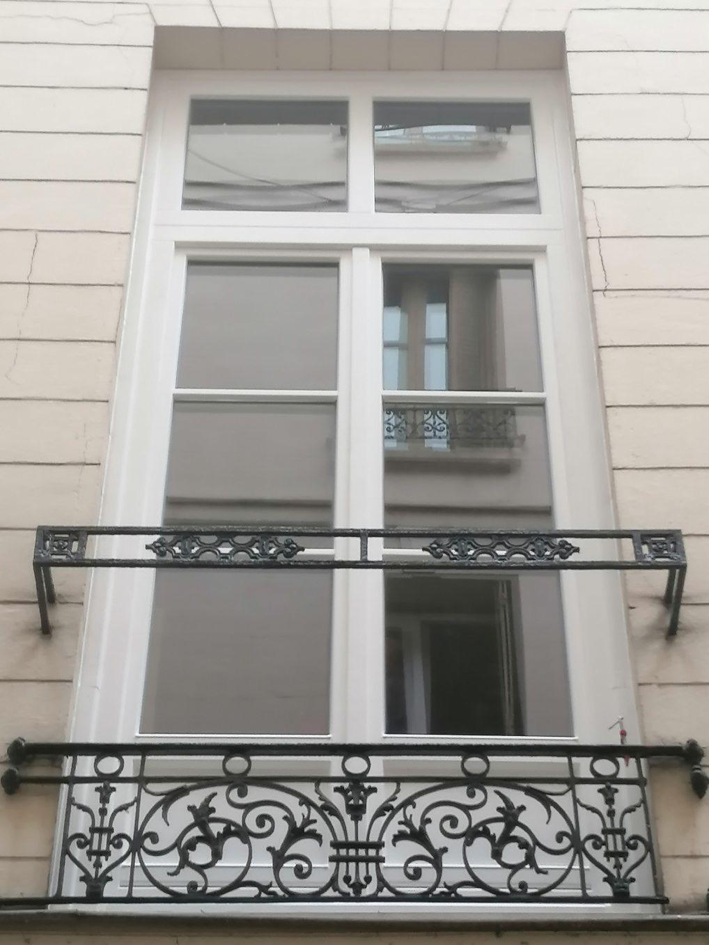 Pose de portes fenêtres en bois en centre ville de Rouen