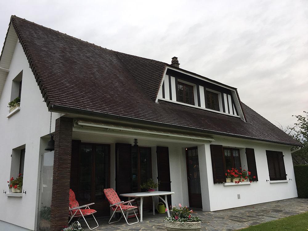 Nettoyage et traitement d'une toiture en petites tuiles à les essarts (Rouen sud)