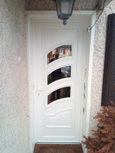 Pose d'une porte finition intérieur et extérieur à  Saint Etienne du Rouvray (76)
