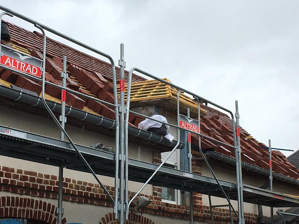 Rénovation d'une toiture en petites tuiles plates modèle éminence Terreal au Vaudreuil (27 - Eure)