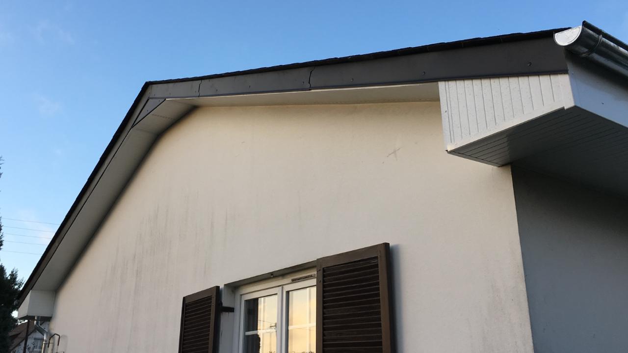 Plafond de revers sur pignon en PVC blanc près de Rouen